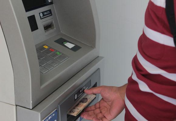 Moreno Valle quiere cobrar impuestos en aguinaldos y tarjetas