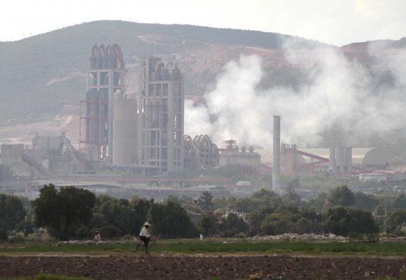 Denuncia alcalde de Cuautinchán amenazas de cárcel de representantes de Cemex por clausurar la planta de la empresa