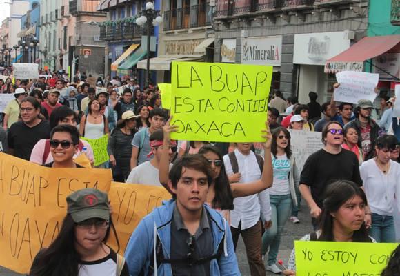 Marcha de estudiantes de la UAP en apoyo a Oaxaca: se unen centenas