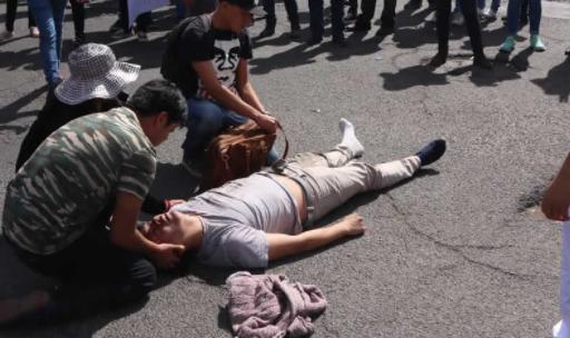 Identifican placas de auto que atropelló a estudiante en marcha vs gasolinazo