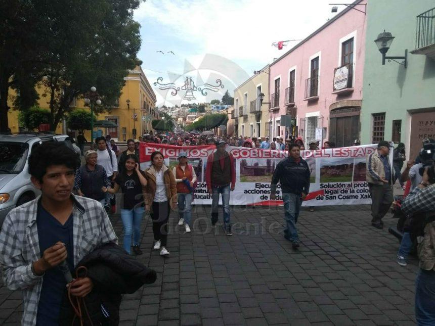 Antorchistas marchan en protesta por falta de atención en dependencias