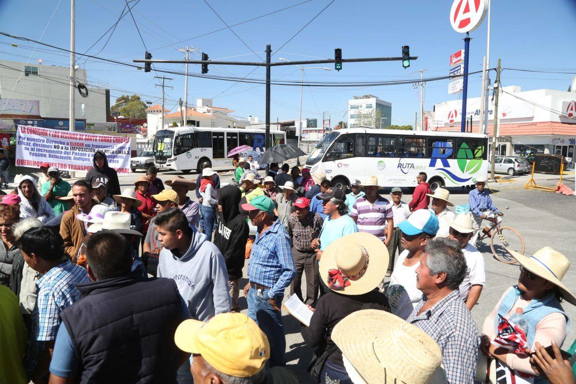 Toman opositores a la Línea 3 del Metrobús terminal Valsequillo por el retiro de rutas en Puebla