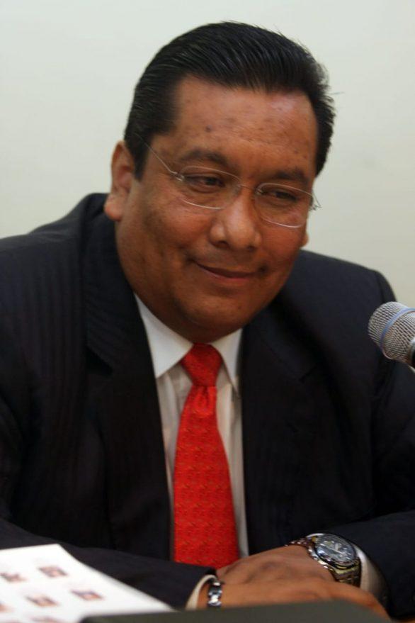 Carmona evita ser despedido de la SEP al presentar un permiso sin goce de sueldo