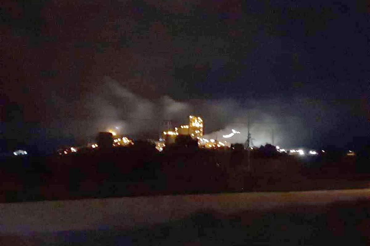 """En Pardiñas, mientras la gente duerme, Cemex abre las válvulas del horno para """"envenenar"""" el aire"""