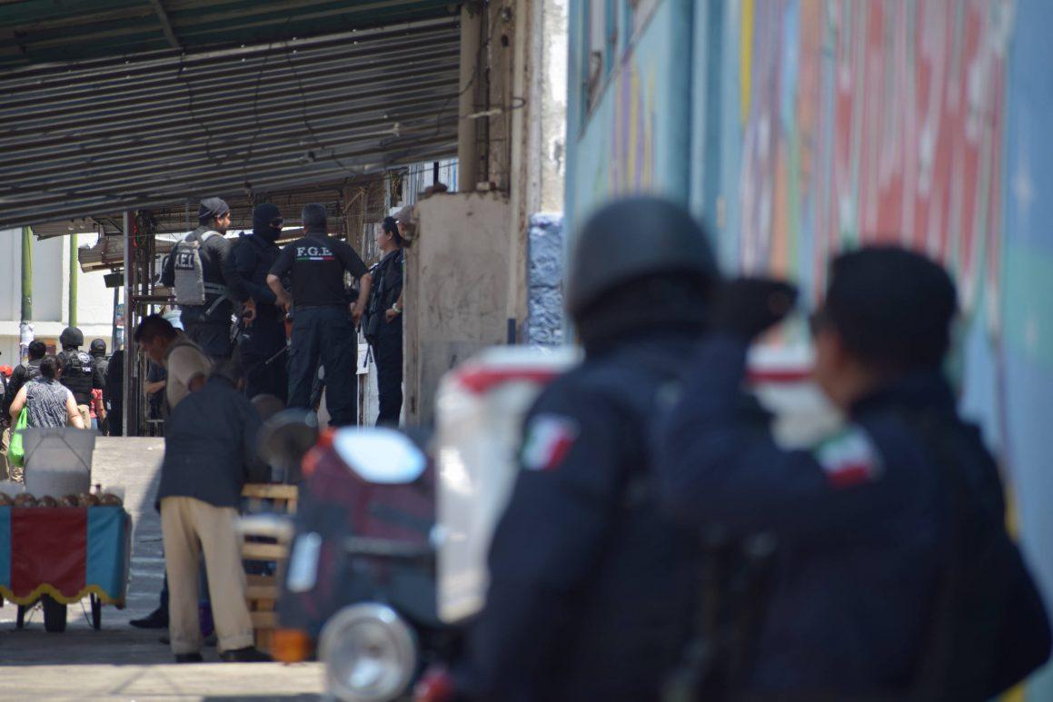 Caen cinco narcomenudistas en operativos simultáneos en mercados Acocota y Morelos