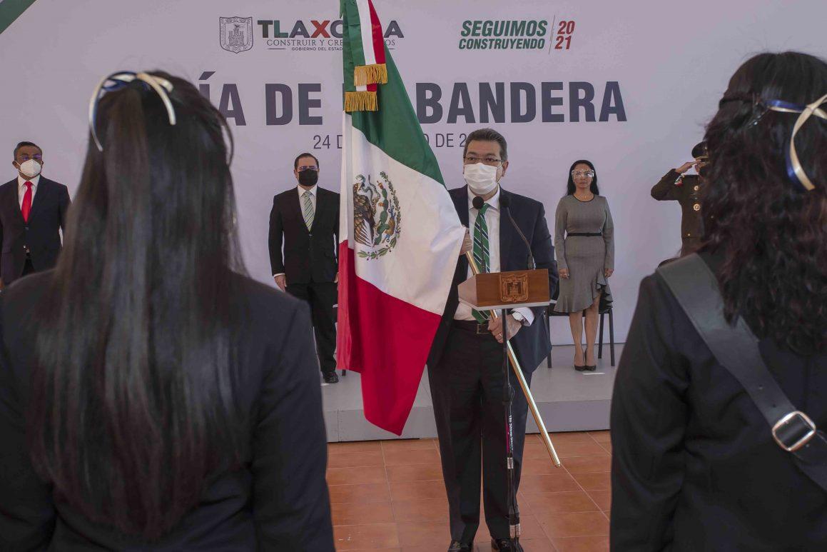 Encabeza Marco Mena conmemoración del Día de la Bandera